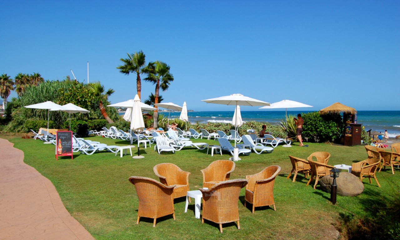 Frontline beach penthouse for sale - New Golden Mile between Puerto Banus (Marbella) and the centre of Estepona 17
