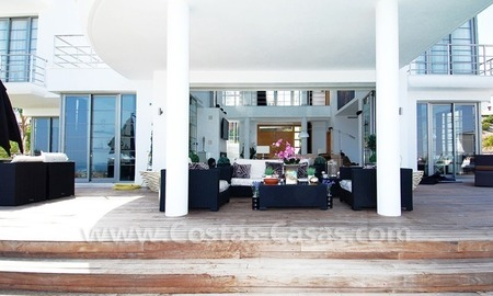Distressed sale - Modern style villa for sale in a gated golf resort between Marbella, Benahavis and Estepona 7