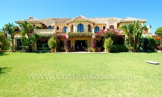 Frontline beach villa for sale, Marbella - Estepona 5