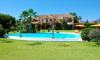 Frontline beach villa for sale, Marbella - Estepona 7