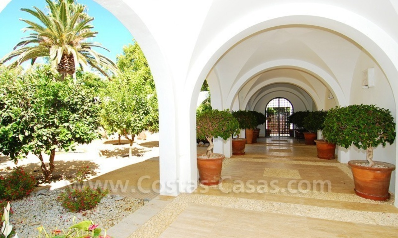 Exclusive frontline beach villa for sale, Marbella - Estepona 28