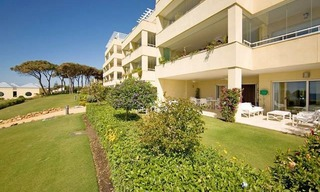 Frontline beach garden apartment for sale in Cabopino, Marbella 6