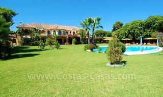 Frontline beach villa for sale, Marbella - Estepona 6