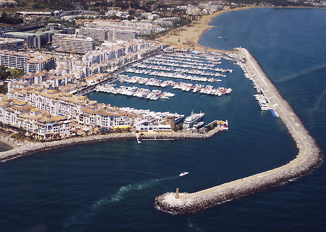 Commercial property for rent in the port of Puerto Banus in Marbella