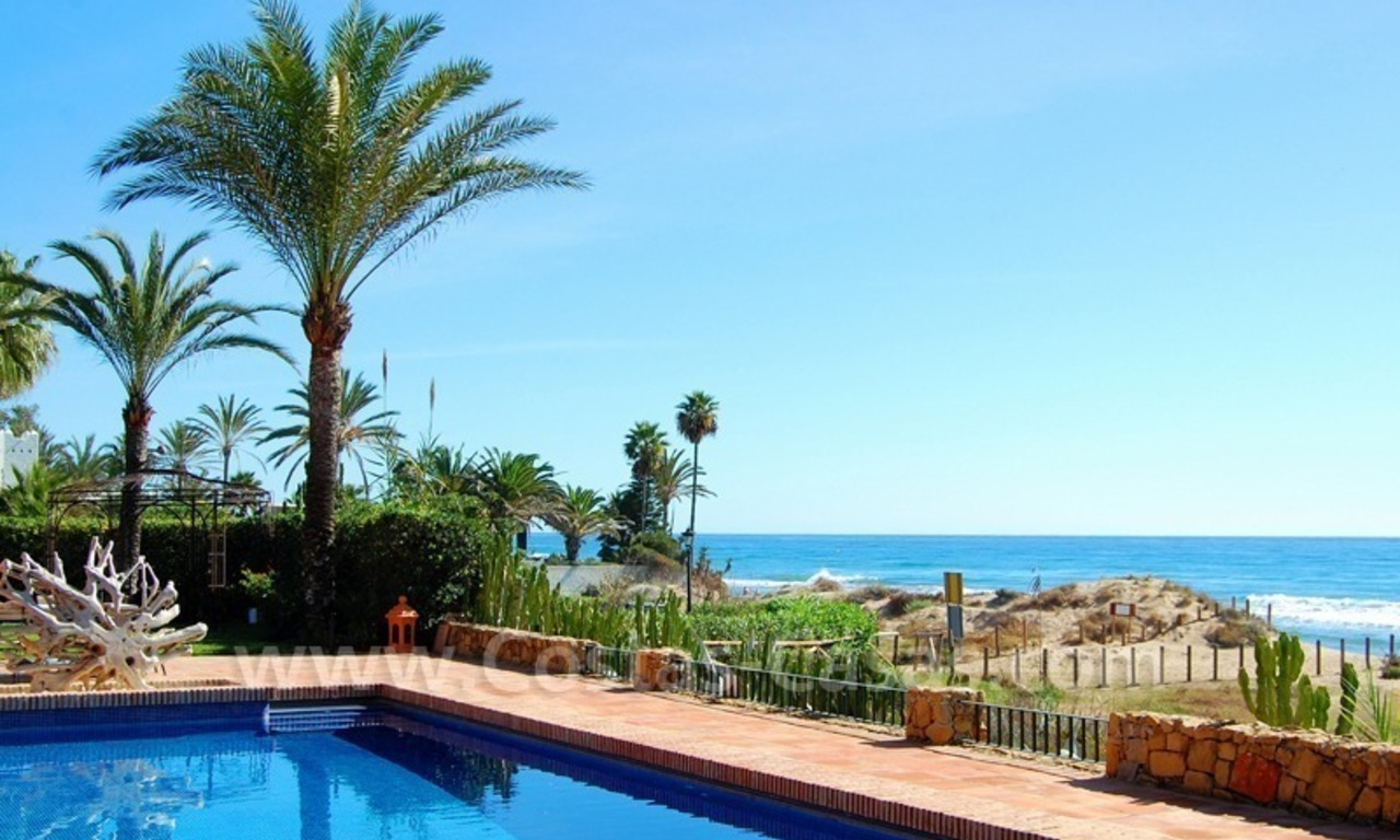 Beachfront exclusive villa for sale, frontline beach, Los Monteros - Bahia de Marbella - Marbella 1