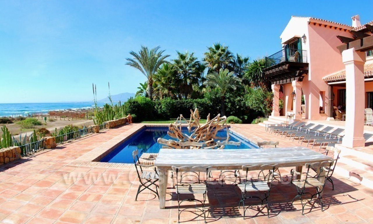 Beachfront exclusive villa for sale, frontline beach, Los Monteros - Bahia de Marbella - Marbella 4