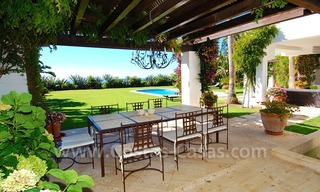 Exclusive frontline beach villa for sale, Marbella - Estepona 6