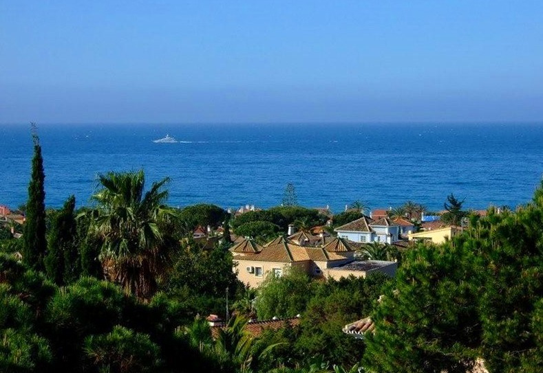 Beachside apartment for sale, Marbella East