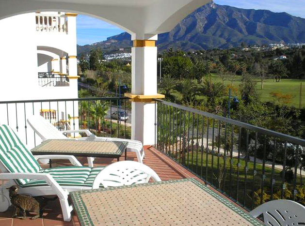 Apartment for sale walking distance from Puerto Banus, Nueva Andalucia, Marbella