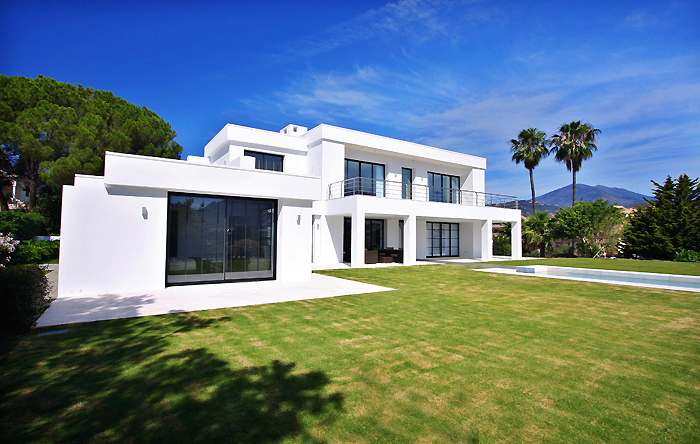 Frontline golf, contemporary villa for sale at Nueva Andalucia - Marbella