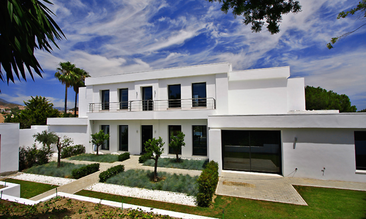 Frontline golf, contemporary villa for sale at Nueva Andalucia - Marbella 3