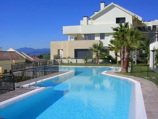 Bargain luxury apartment for sale los monteros marbella east for Luxury apartments for sale in los angeles