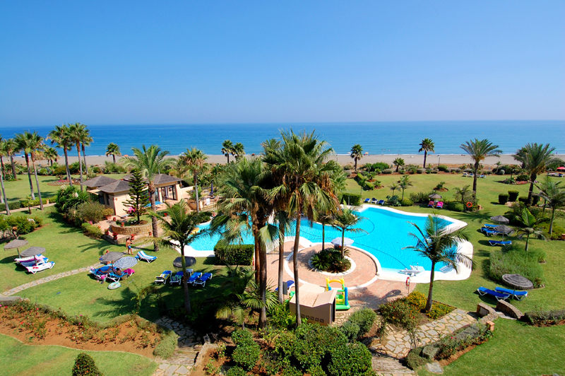 Frontline beach penthouse for sale - New Golden Mile between Puerto Banus (Marbella) and the centre of Estepona