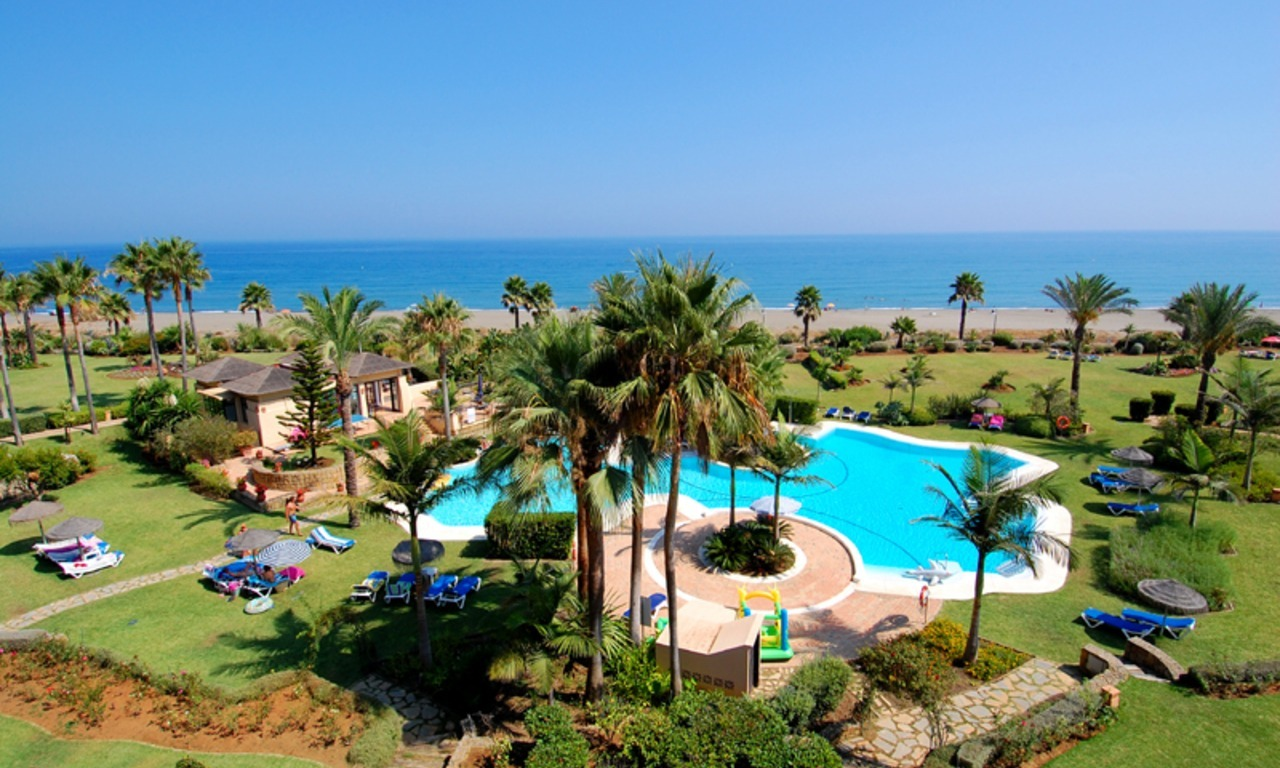 Frontline beach penthouse for sale - New Golden Mile between Puerto Banus (Marbella) and the centre of Estepona 0