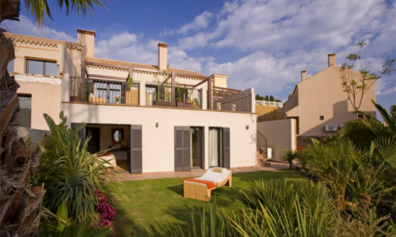 Modern houses for sale in the area of Marbella – Benahavis at the Costa del Sol 12