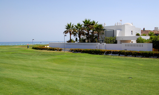 Frontline beach and front line golf villa for sale in Marbella 3