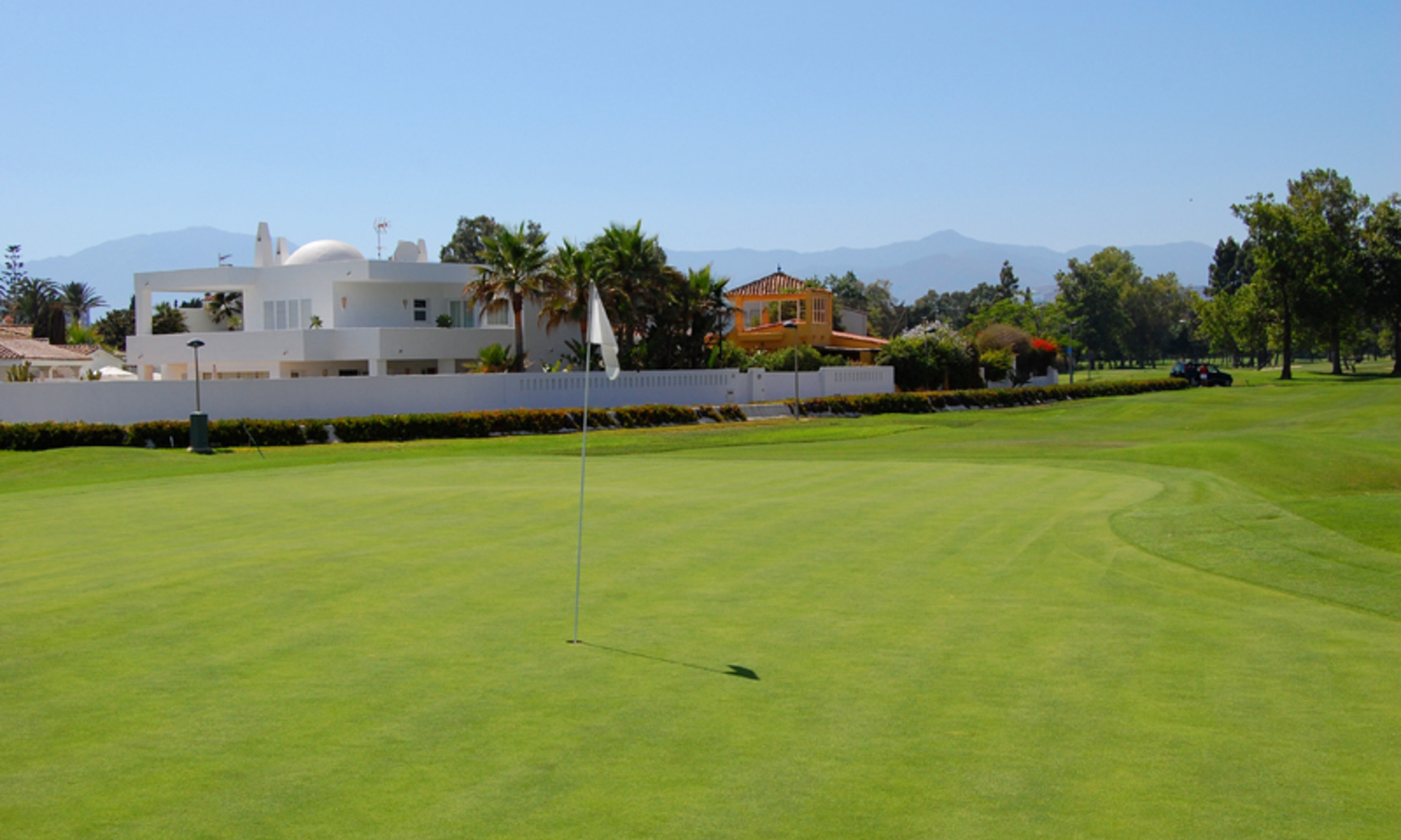 Frontline beach and front line golf villa for sale in Marbella 4