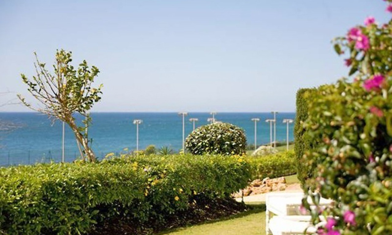Frontline beach garden apartment for sale in Cabopino, Marbella 2