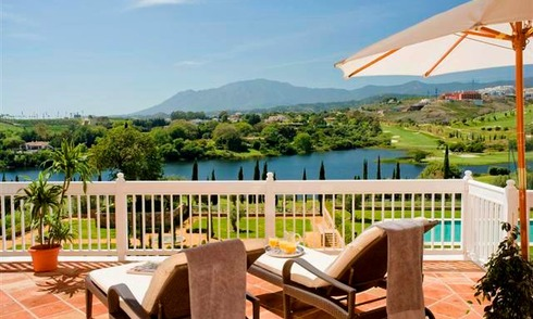Frontline golf apartments and penthouse for sale in Golf resort Marbella - Benahavis - Estepona