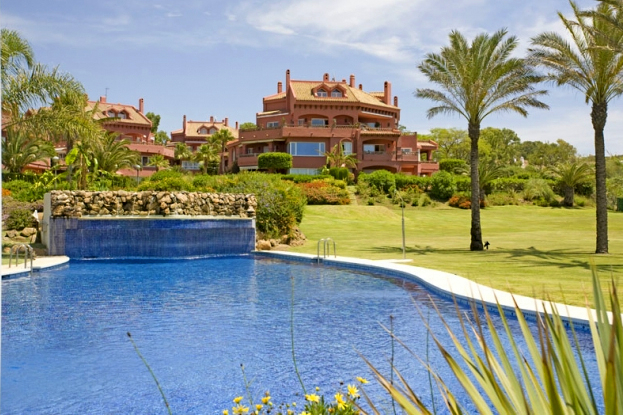 Apartment for sale at frontline beach complex in Elviria, Marbella