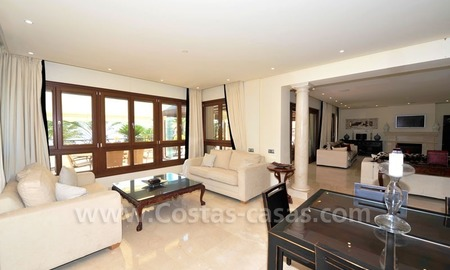 Los Monteros Playa – Marbella: exclusive frontline beach penthouse apartment for sale 15