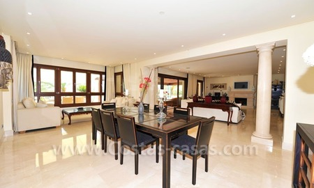 Los Monteros Playa – Marbella: exclusive frontline beach penthouse apartment for sale 16