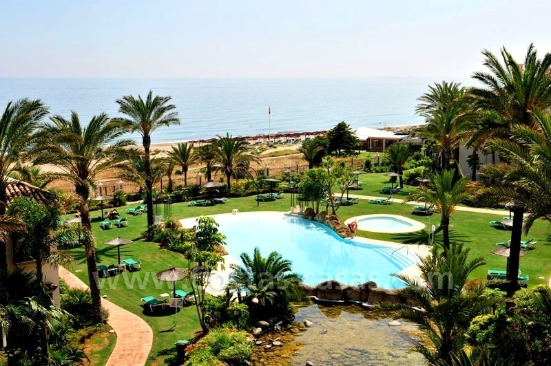 Los Monteros Playa – Marbella: exclusive frontline beach penthouse apartment for sale