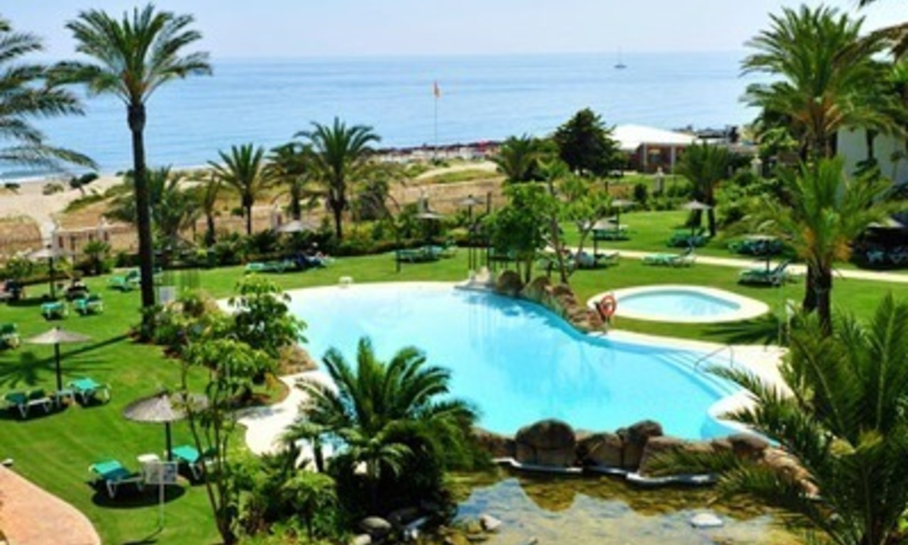 Los Monteros Playa – Marbella: exclusive frontline beach penthouse apartment for sale 2
