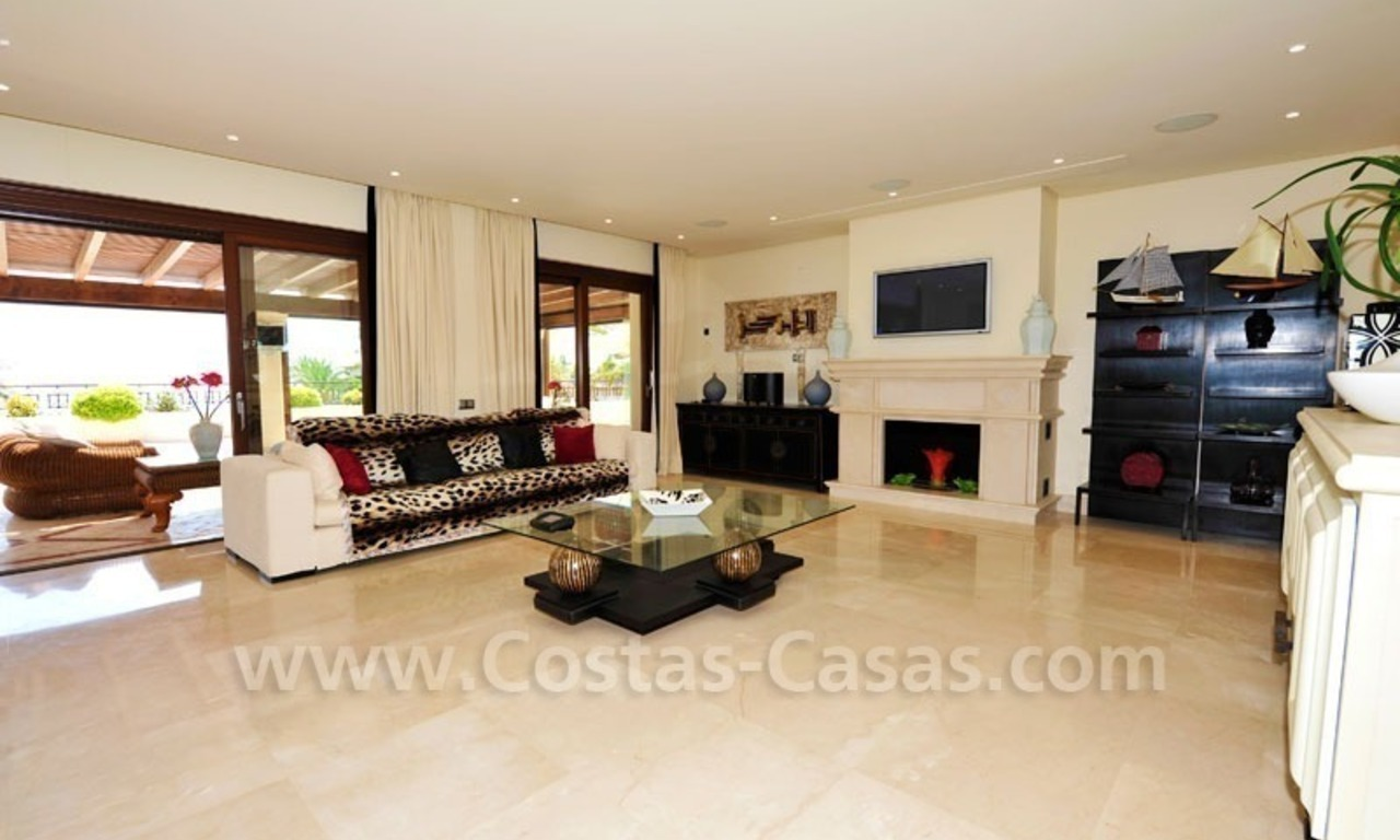 Los Monteros Playa – Marbella: exclusive frontline beach penthouse apartment for sale 12