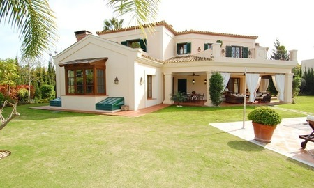 Elegant exclusive villa for sale near Puerto Banus in Marbella 3