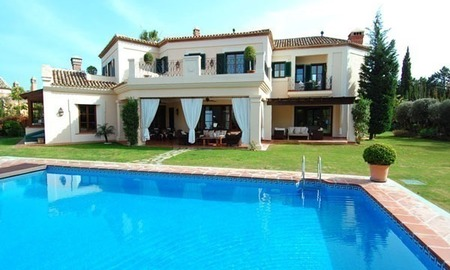 Elegant exclusive villa for sale near Puerto Banus in Marbella 1