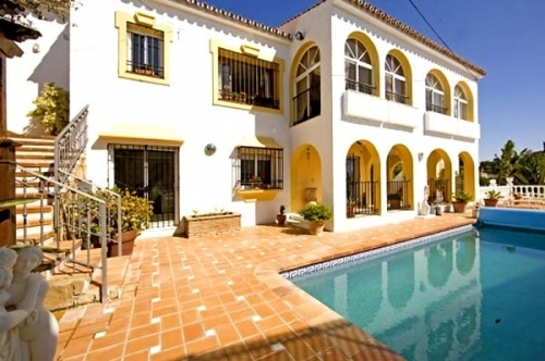 Spacious villa for sale in El Rosario with very nice views in East Marbella