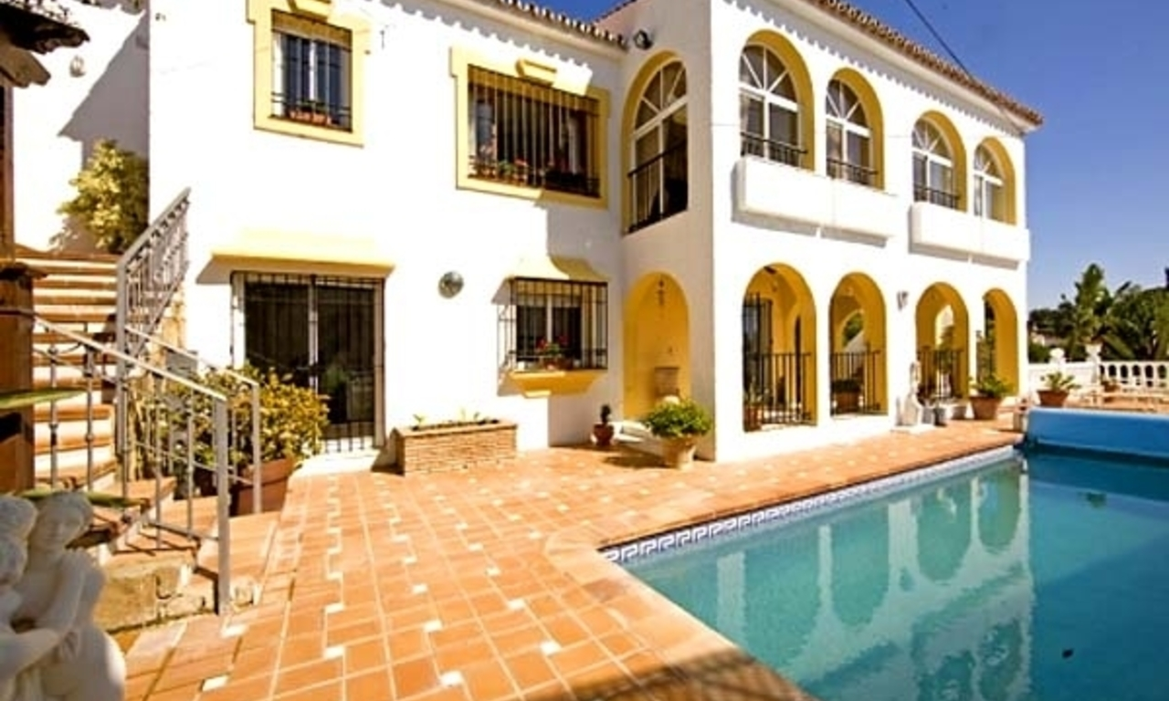 Spacious villa for sale in El Rosario with very nice views in East Marbella 0