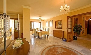 Spacious villa for sale in El Rosario with very nice views in East Marbella 11