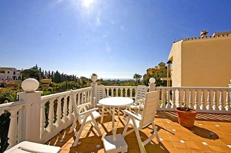 Spacious villa for sale in El Rosario with very nice views in East Marbella 3