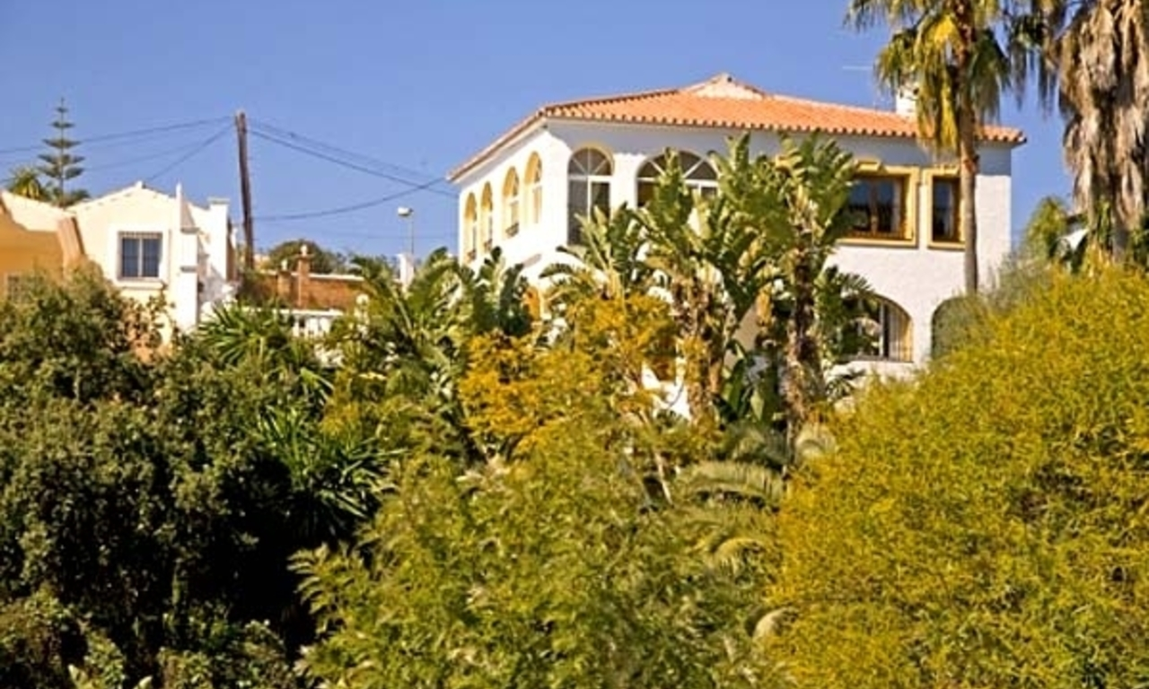 Spacious villa for sale in El Rosario with very nice views in East Marbella 1