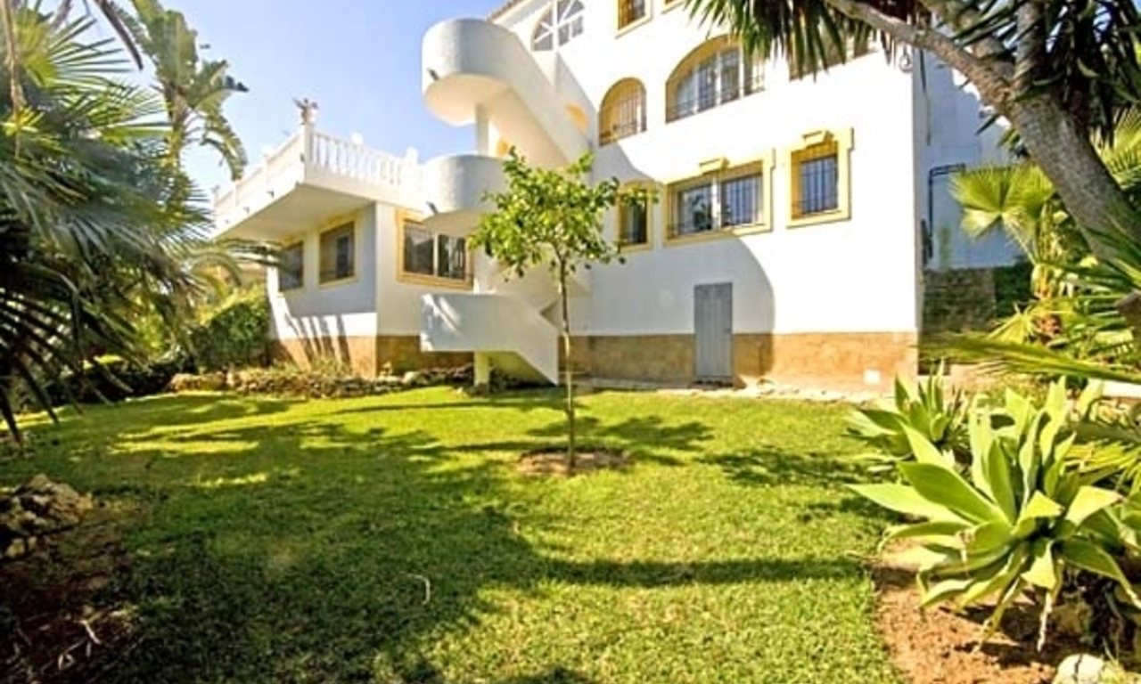 Spacious villa for sale in El Rosario with very nice views in East Marbella 2