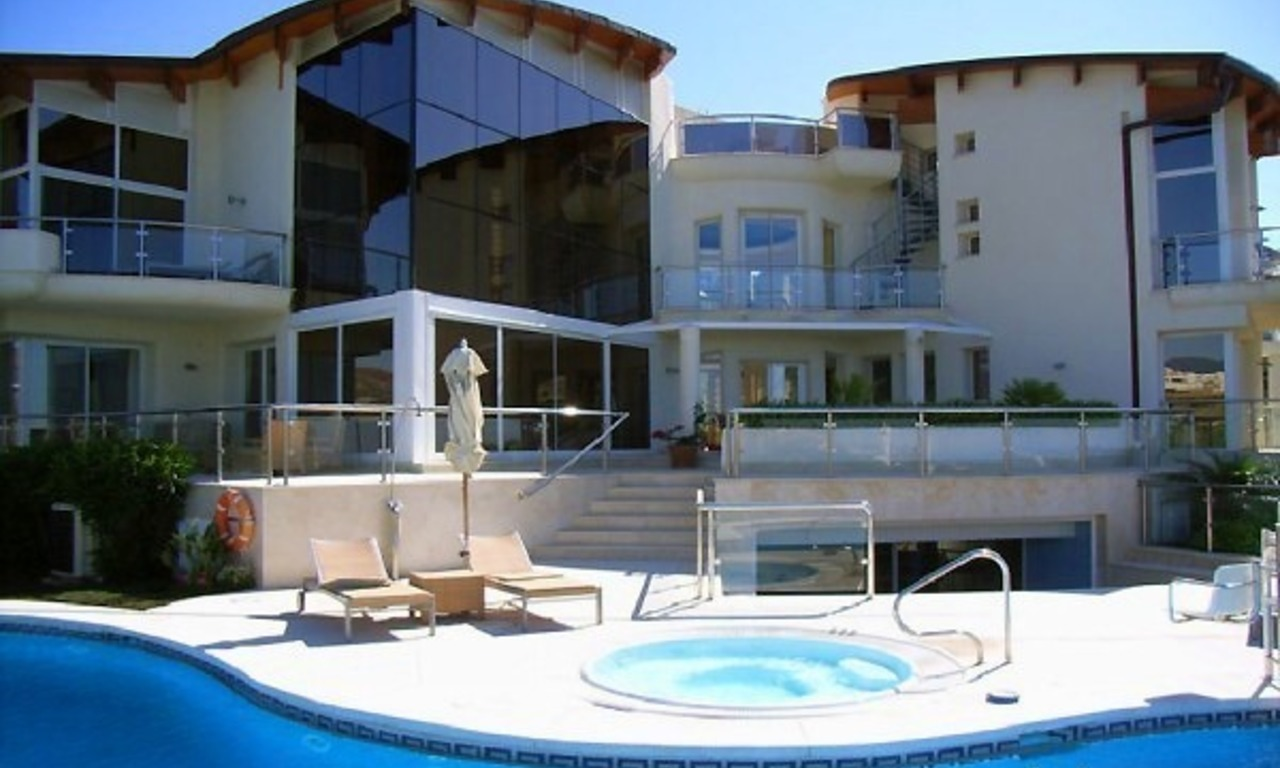 Contemporary luxury villa for sale, frontline golf, Marbella - Benahavis 5