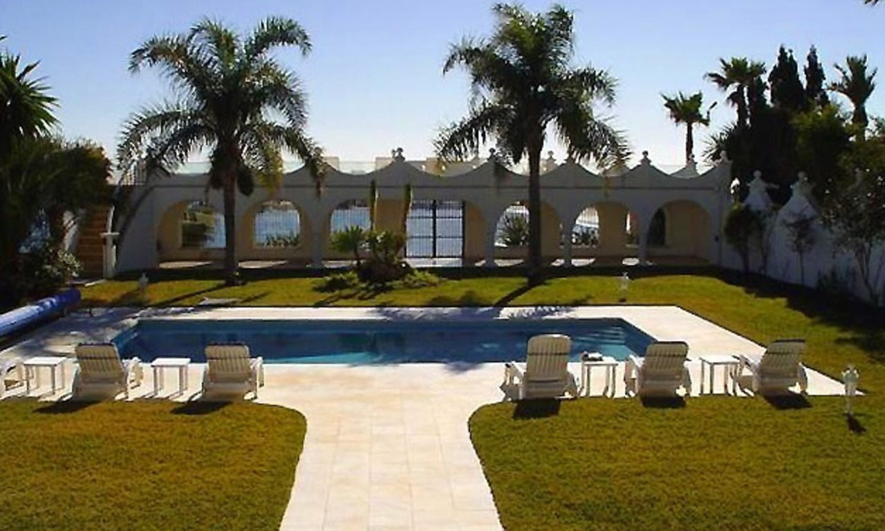 Prestige beachfront villa for sale, Puerto Banus - Marbella 2