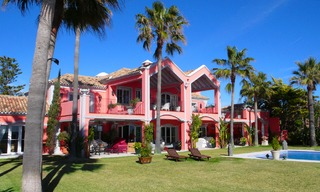 Sea front luxury villa property for sale, Marbella - Estepona 3