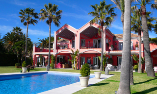 Sea front luxury villa property for sale, Marbella - Estepona 1