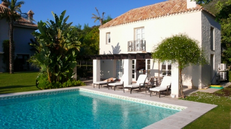 Exclusive luxury villa for sale in Marbella area on a large private plot. 8