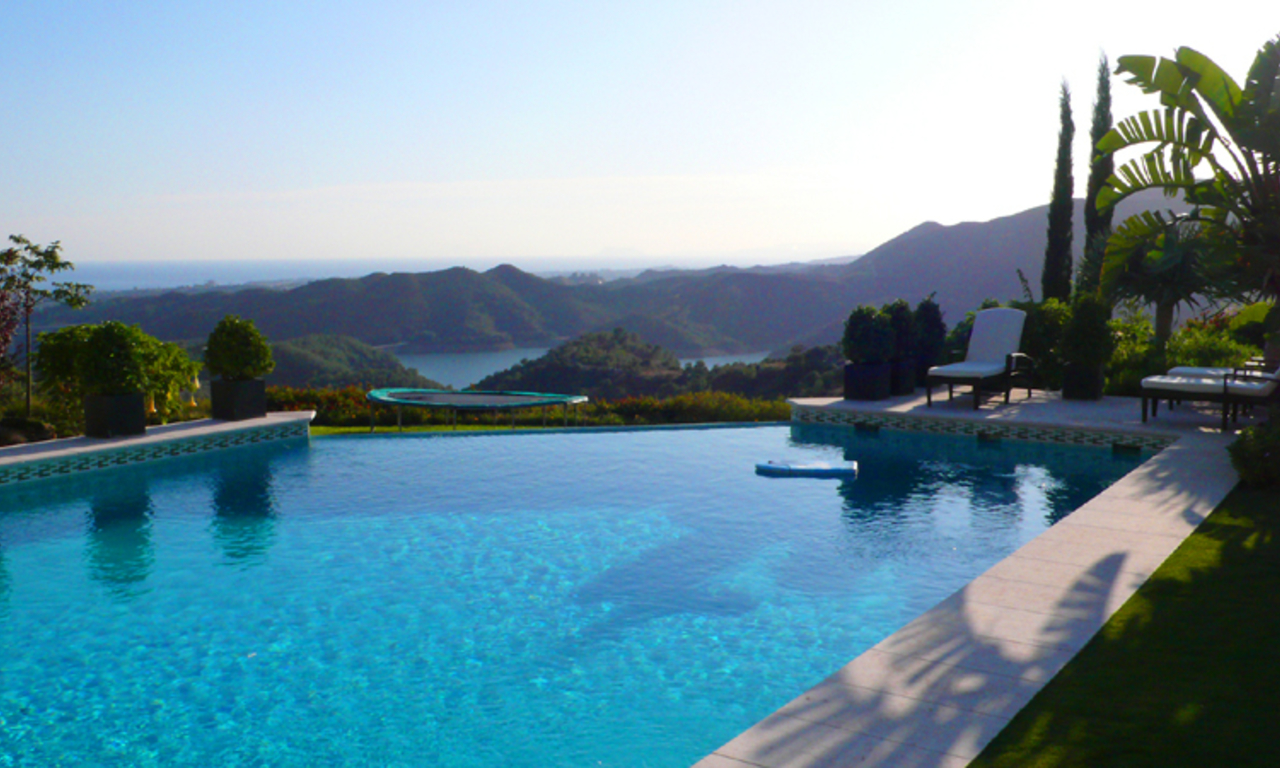 Exclusive luxury villa for sale in Marbella area on a large private plot. 6