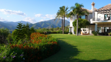 Exclusive luxury villa for sale in Marbella area on a large private plot. 2