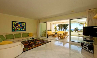 Beachfront apartment for sale, first line beach Puerto Banus - Marbella 2