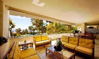 Beachfront apartment for sale, first line beach Puerto Banus - Marbella 1