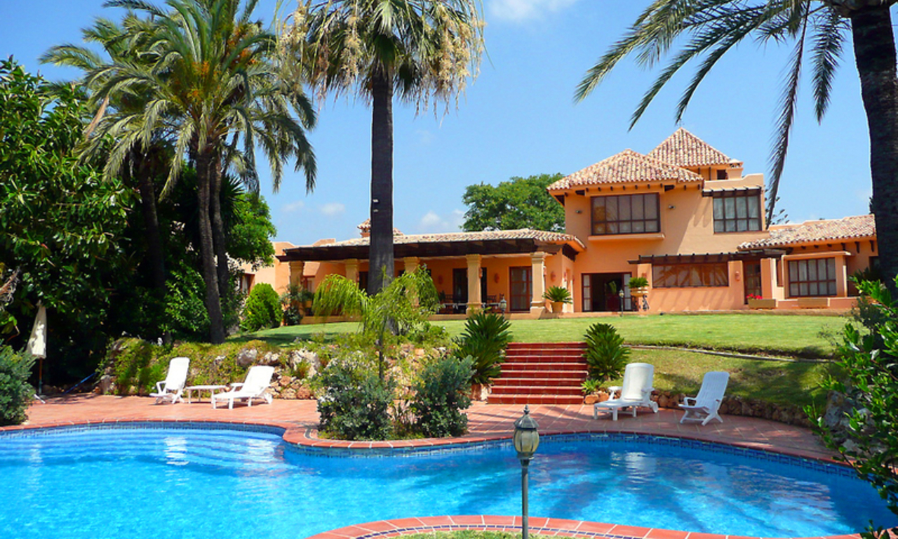 Luxury villa to buy, Marbella east. 0