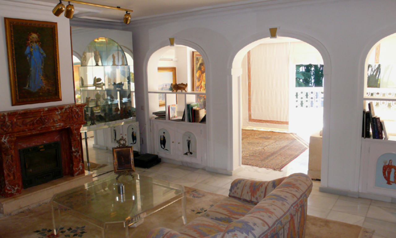 Beachfront villa property for sale, beachside Golden Mile, near Marbella centre 21