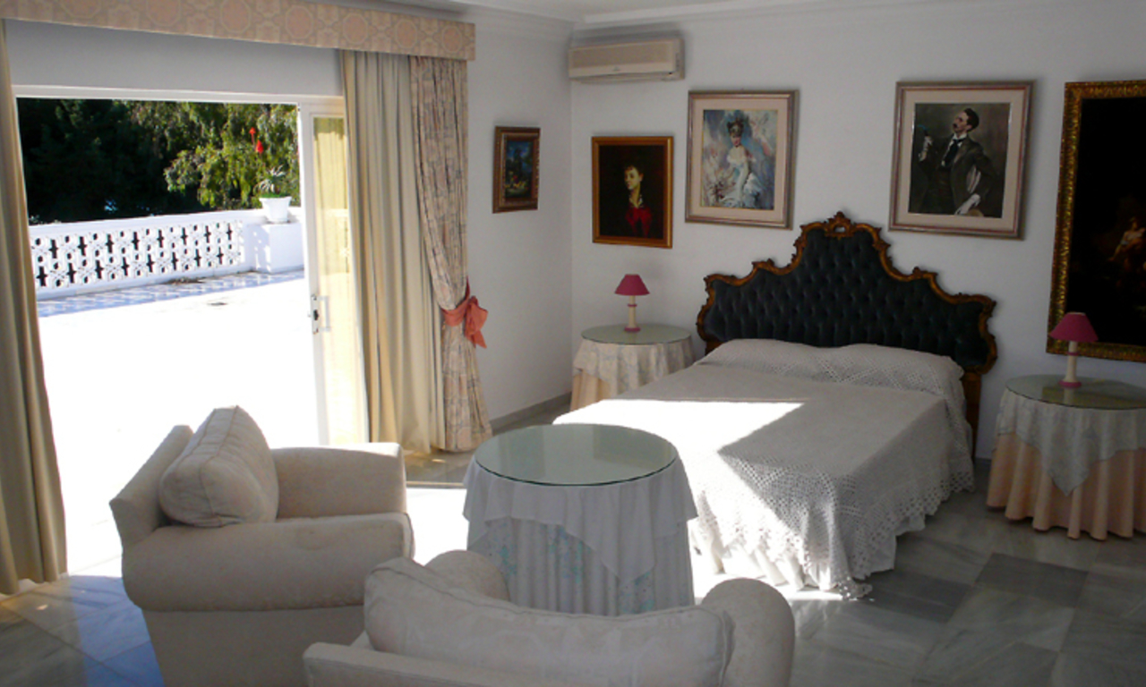 Beachfront villa property for sale, beachside Golden Mile, near Marbella centre 25
