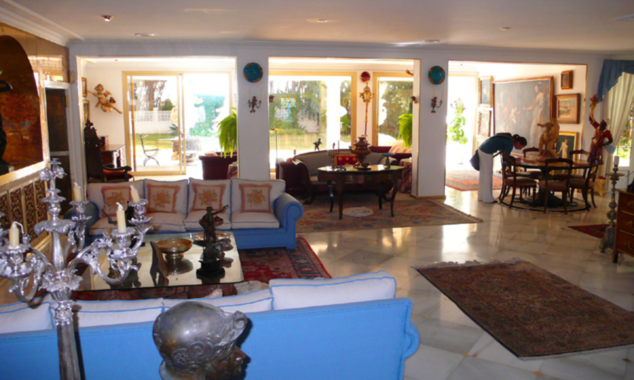Beachfront villa property for sale, beachside Golden Mile, near Marbella centre 16